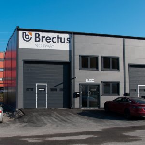 Brectus Skilt på bygning og facade
